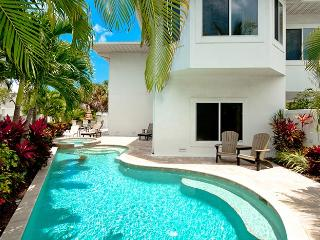 Dragonfly Breeze: 3BR Family-Friendly Pool Home, Holmes Beach