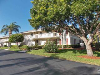 Bright and charming condo in Villages at Smokehouse Bay, Marco Island