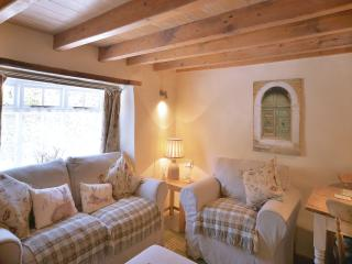 HOF COTTAGE, cosy shabby chic, WIFI, own garden, Northlew
