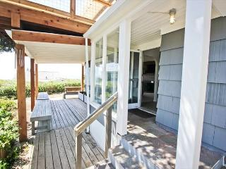 HALLIE~Across the street from the beach, Spectacular ocean views, New deck!!!, Manzanita
