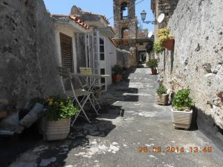 Cosy apartment upon the Byzantine wall in Old Town, Terracina