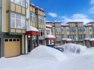 3 bedroom Creekside townhome- prime location, Silver Star