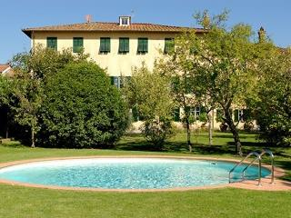 Elegant Villa in Lucca with garden and pool