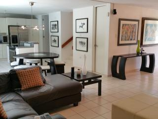 Lovely Home with Private Pool, Isla Verde