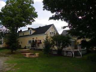 Cozy room in Bed & Breakfast Nestled in the White Mountains, Campton