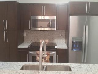 2 Bedroom in Doral walking distance to Rerstaurant