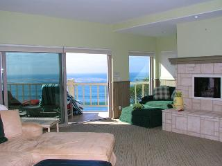 2 Bedroom, 2 Bathroom Vacation Rental in Solana Beach - (LB32)
