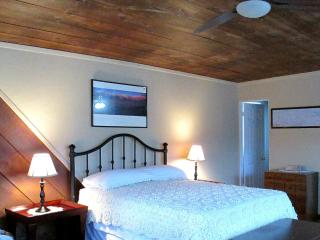 Comfy Studio for two - 5 miles to Plaza!, Santa Fe