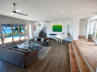 Gorgeous White-Washed Lahaina Villa ~ Oceanfront with Stunning Views!