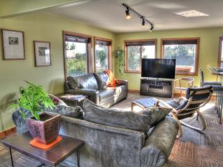 Modern Condo in the Heart of Yachats! FREE NIGHT