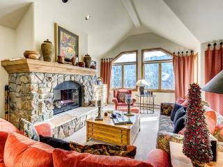Cozy 4BR + Den Non-smoking Ski In/Ski Out Aspen Town Home in Beaver Creek, Walk to Village, Sleeps 10!