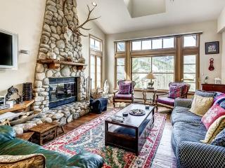 Fantastic 3BR Meadows Townhome in Beaver Creek Village, 150 Yards to Ski Access