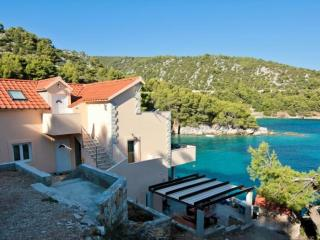 Apartment Moni 4 for 5 - 10m from the sea, Hvar