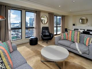 Spacious Sunny Two Bedroom Apartment Overlooking the Viaduct Area and Auckland Harbour