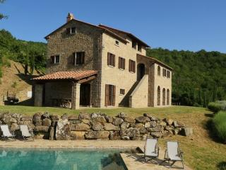 Typical house with private pool and stunning view, Cortona