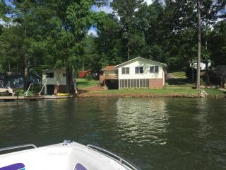 Spacious, Newly Renovated Lake Front House, Jackson