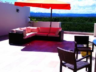 EXQUISITE BEACH PENTHOUSE: Private ROOFTOP, Arecibo