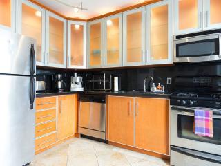 South Beach 2 Bed - 2 Bath, Terrace & Free Parking, Miami Beach