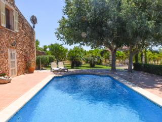 Stone house with infinity pool and garden, Sencelles