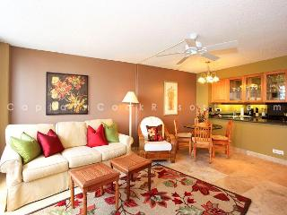 Family-Friendly 2 Bedroom 2 Bath - Pool, Parking, Wifi - Short Walk to Beach, Honolulu