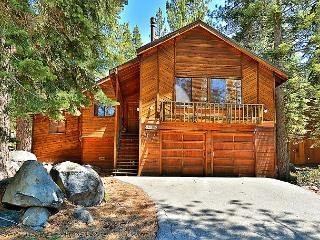 4BR/3BA House in Tahoe Donner, Rec Center, Golf, Ski Access, Sleeps 10, Truckee