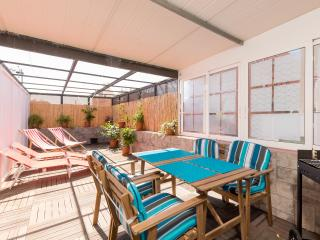 Fantastic, central, private sun / dining terrace, Barcelone