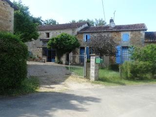 Self Catering private Gite in farmhouse, Chasseneuil-sur-Bonnieure