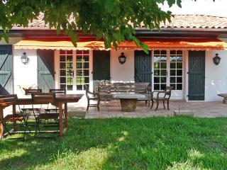 Holiday rental, Nice renovated villa with heated swimming pool, Ahetze