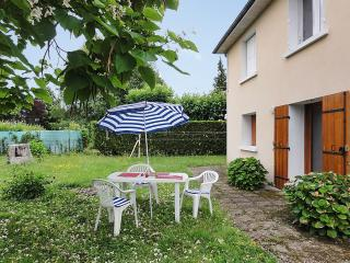 Garden apartment near Périgueux in the Dordogne w/ 2 bedrooms and BBQ terrace, Trelissac
