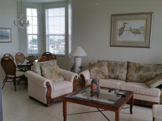 Top Floor Condo W/Gulf View, Sugary Sand Beach, Fort Myers Beach