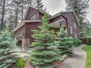 Close to the resort, trails, and lake - with jetted tub!, Sandpoint