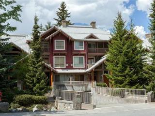 Gorgeous 2 Bed, Symphony Complex Sleeps 4-6, Whistler