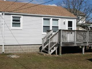 Adorable Cottage - WALK TO BEACH!!, Narragansett