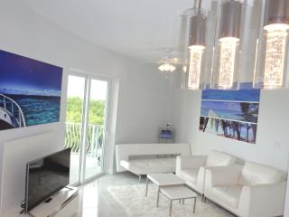 Turtle Cove -1Bed/2Bath ocean views, infinity pool, Seven Mile Beach