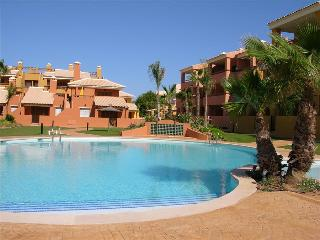 Apartment with Balcony, Free WiFi, Communal Pool and Parking, Mar de Cristal