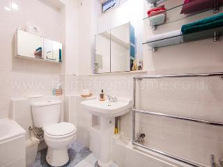 Quaint one bed chelsea flat just 5 minutes walk to Sloane Square, Londen