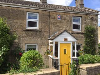 Pretty 4star Stone-built Cottage 5 miles from Bath, Peasedown St John