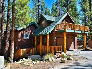 4BR/2BA South Lake Tahoe Heavenly Haven, Walk to the Slopes