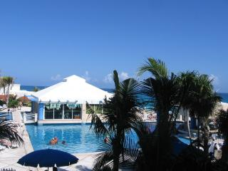 2 BR MASTER SUITE ON BEACH A210, Cancun