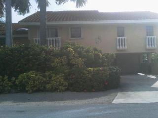 Beautiful Two Story Rental Home on the Water, Key Colony Beach