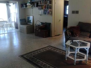 4/2 close to downtown Sarasota, FL and beaches