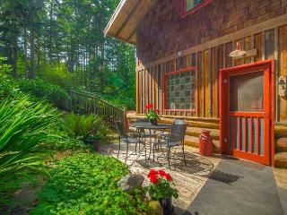 Island Charmer!  3 bedroom, 2 bath with Hot Tub, Sauna & Fire Pit., Friday Harbor