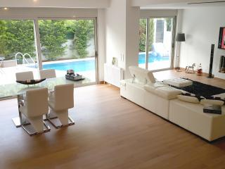 Maisonette with private Swimming Pool & Garden, Voula