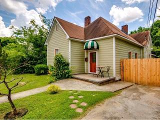 Beautiful & Spacious 3 Br, 2.5 Ba Victorian Home, Nashville