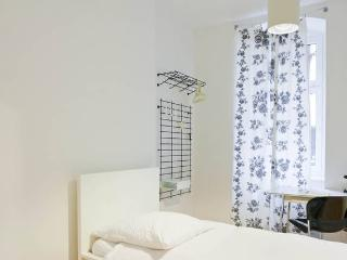 Cosy Single Room with private Bathroom and WiFi, Berlin