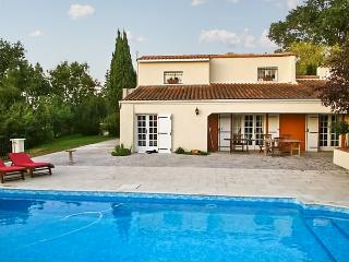 Spacious villa with pool, large garden, Dompierre sur Charente