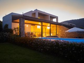 Luxurious 3 Bed Villa, with Pool and Jacuzzi,, Lindos