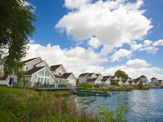 Luxury lakeside Cotswolds holiday lodge, South Cerney