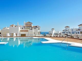 Stunning apartment near Gibraltar with 2 bedrooms, pool & sea view - 200m from beach & golf, San Roque