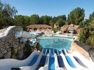 Bright holiday home in Camping Les Sables d'Or, Agde, w/ pool & water-slide access – 700m from beach